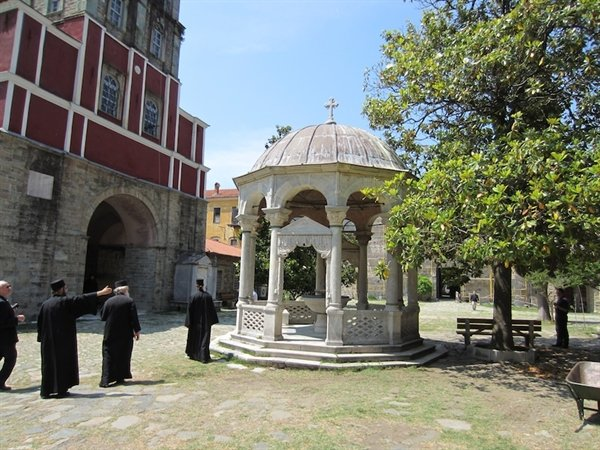 A meeting on the Athonite Peninsula